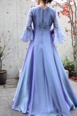 画像2: 【音楽の女神】演奏姿を最高に美しく魅せる袖裾広がりのフレアーロングドレス (2)