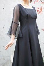 画像4: SALE / 展示品につき40%OFF(46,200→27,720円)【音楽の女神】演奏姿を最高に美しく魅せる袖裾広がりのフレアーロングドレス(ブラック)11号 (4)