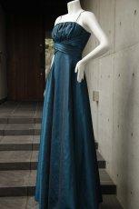 画像4: 胸元ギャザー&プリーツの玉虫調フレアーロングドレス (4)