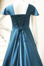 画像4: 胸元タックの袖付きフレアーロングドレス (4)
