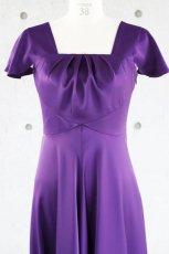 画像8: 胸元タックの袖付きフレアーロングドレス (8)