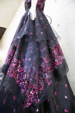 画像12: 【数量限定】イタリア製オーガンジーで仕立てるふわひら羽根とオーバースカート付き風フレアーロングドレス(ブラック) (12)