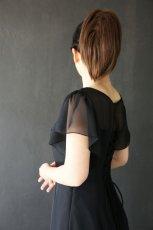 画像4: 胸元ヨーク切替の袖付きフレアーロングドレス (4)