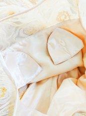 画像18: 【数量限定】リボンテープ刺繍&スパンコール入りベージュチュールネットの袖付きフレアーロングドレス (18)
