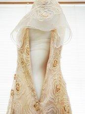 画像19: 【数量限定】リボンテープ刺繍&スパンコール入りベージュチュールネットの袖付きフレアーロングドレス (19)