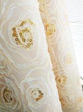 画像9: 【数量限定】リボンテープ刺繍&スパンコール入りベージュチュールネットの袖付きフレアーロングドレス (9)
