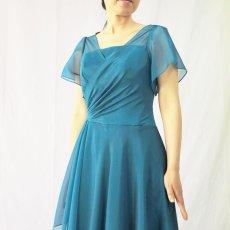 画像14: クロス&タックで細見え/優雅なドレープ入りフレアーの袖付きロングドレス (14)