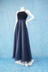 画像2: 数量限定 / ラグジュアリーなバラ模様のリボンテープ刺繍入りネイビー(紺色)フレアーロングドレス (2)