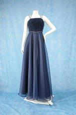 画像10: 数量限定 / ラグジュアリーなバラ模様のリボンテープ刺繍入りネイビー(紺色)フレアーロングドレス (10)