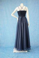 画像11: 数量限定 / ラグジュアリーなバラ模様のリボンテープ刺繍入りネイビー(紺色)フレアーロングドレス (11)