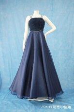 画像12: 数量限定 / ラグジュアリーなバラ模様のリボンテープ刺繍入りネイビー(紺色)フレアーロングドレス (12)