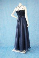 画像3: 数量限定 / ラグジュアリーなバラ模様のリボンテープ刺繍入りネイビー(紺色)フレアーロングドレス (3)