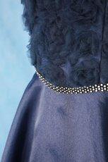 画像6: 数量限定 / ラグジュアリーなバラ模様のリボンテープ刺繍入りネイビー(紺色)フレアーロングドレス (6)