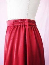 画像20: 【高品質】とろみが美しいモードサテンの赤いブラウス&ロングスカート(お得なセット) (20)