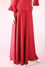 画像7: 【高品質】とろみが美しいモードサテンの赤いブラウス&ロングスカート(お得なセット) (7)