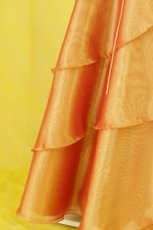 画像16: 数量限定 / ビタミンカラーで楽しさあふれるギャザー&ティアードのフレアーロングドレス (16)
