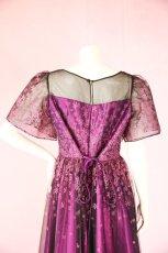 画像16: 数量限定 / 動くたびにキラキラ輝くパープルフラワーが美しい袖付きフレアーロングドレス (16)