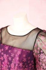 画像7: 数量限定 / 動くたびにキラキラ輝くパープルフラワーが美しい袖付きフレアーロングドレス (7)