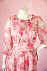 画像15: 数量限定 / ポワン袖に癒されるピンクローズ(バラ)の袖付きフレアーロングドレス (15)