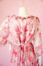 画像16: 数量限定 / ポワン袖に癒されるピンクローズ(バラ)の袖付きフレアーロングドレス (16)