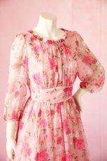 画像7: 数量限定 / ポワン袖に癒されるピンクローズ(バラ)の袖付きフレアーロングドレス (7)