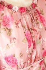 画像9: 数量限定 / ポワン袖に癒されるピンクローズ(バラ)の袖付きフレアーロングドレス (9)