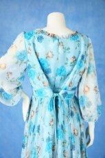 画像16: 数量限定 / ポワン袖に癒されるブルーローズ(バラ)の袖付きフレアーロングドレス (16)
