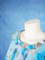 画像17: 数量限定 / ポワン袖に癒されるブルーローズ(バラ)の袖付きフレアーロングドレス (17)