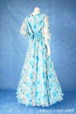 画像4: 数量限定 / ポワン袖に癒されるブルーローズ(バラ)の袖付きフレアーロングドレス (4)