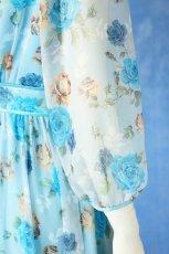 画像11: 数量限定 / ポワン袖に癒されるブルーローズ(バラ)の袖付きフレアーロングドレス (11)