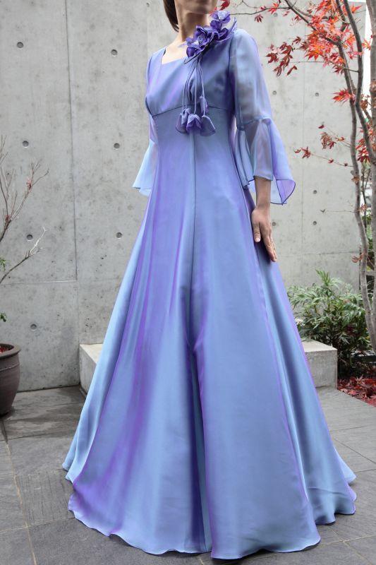 画像1: 【音楽の女神】演奏姿を最高に美しく魅せる袖裾広がりのフレアーロングドレス (1)