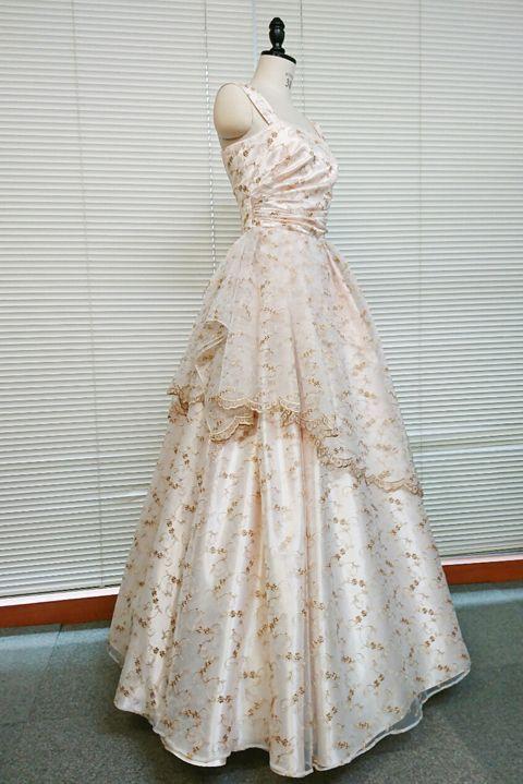 【2着限定】たっぷりの花柄とスカラップがふんわりやさしいオフベージュオーガンジーで仕立てるふわひら羽根とオーバースカート付き風フレアーロングドレス