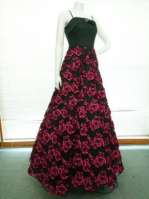 画像1: 【3着限定】美・インパクトなリボンテープ刺繍加工&胸元にラインストーン付きブラックフレアーロングドレス (1)